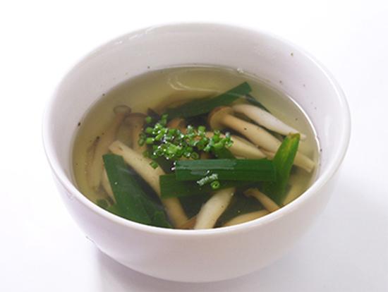 ニラとしめじのスープ