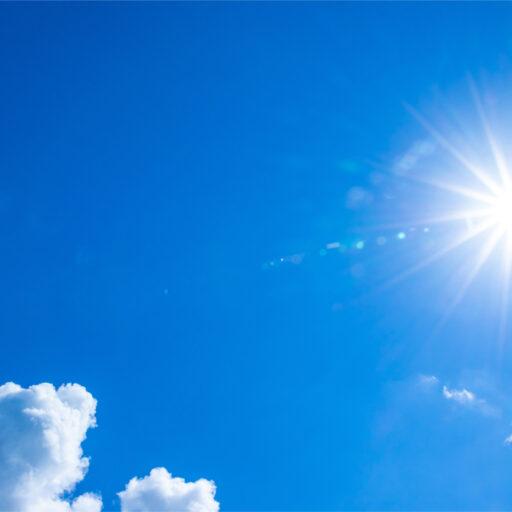 真夏の灼熱の太陽