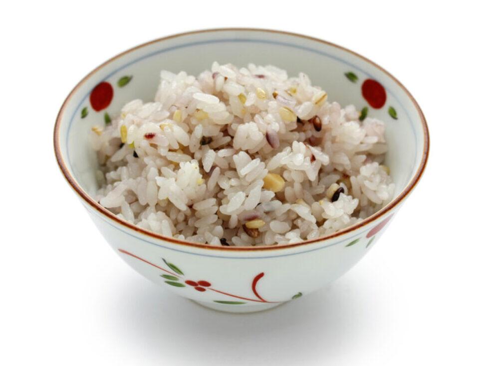 炊飯器で炊く雑穀(タカキビ、はと麦、黒米)入りごはん